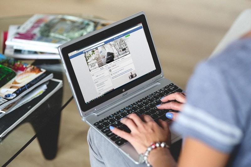 hands-woman-laptop-notebook (1)