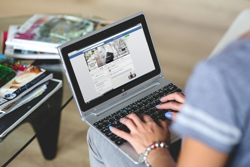 woman managing her facebook fanpage
