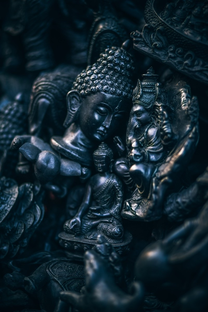 Multiple-Buddhist-Statues-in-Black