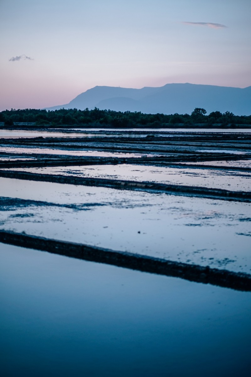 Amazing-Photograph-of-the-Salt-Fields-in-Cambodia-at-Sunset