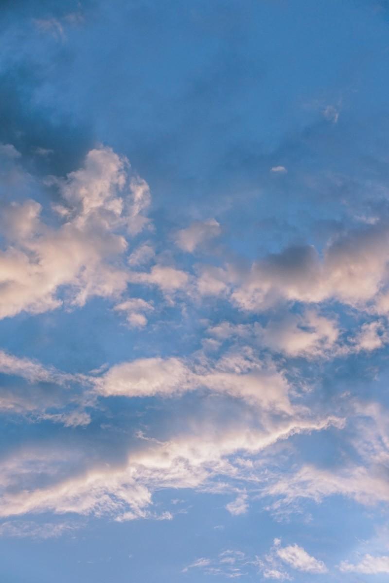 Beautiful-Blue-Sky-with-Peaceful-Clouds