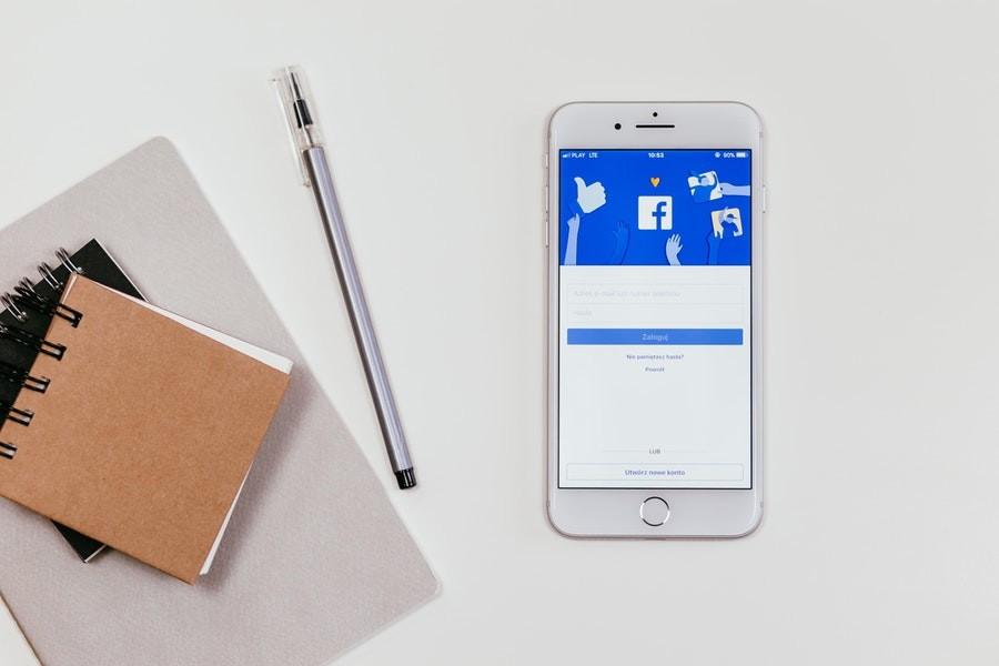 Facebook-on-Iphone-Screen