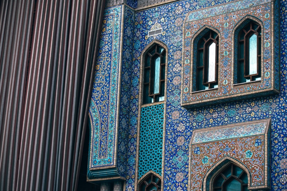 Incredible-and-Colorful-Islamic-Exterior-in-Dubai