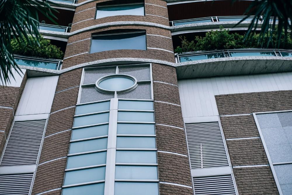 Modern-Apartment-Complex-Exterior-in-Bangkok-Thailand