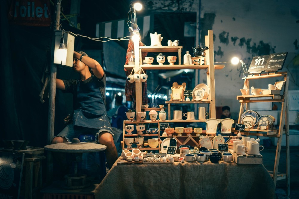 Decorative-Ceramics-Shop-at-the-Chiang-Mai-Night-Market