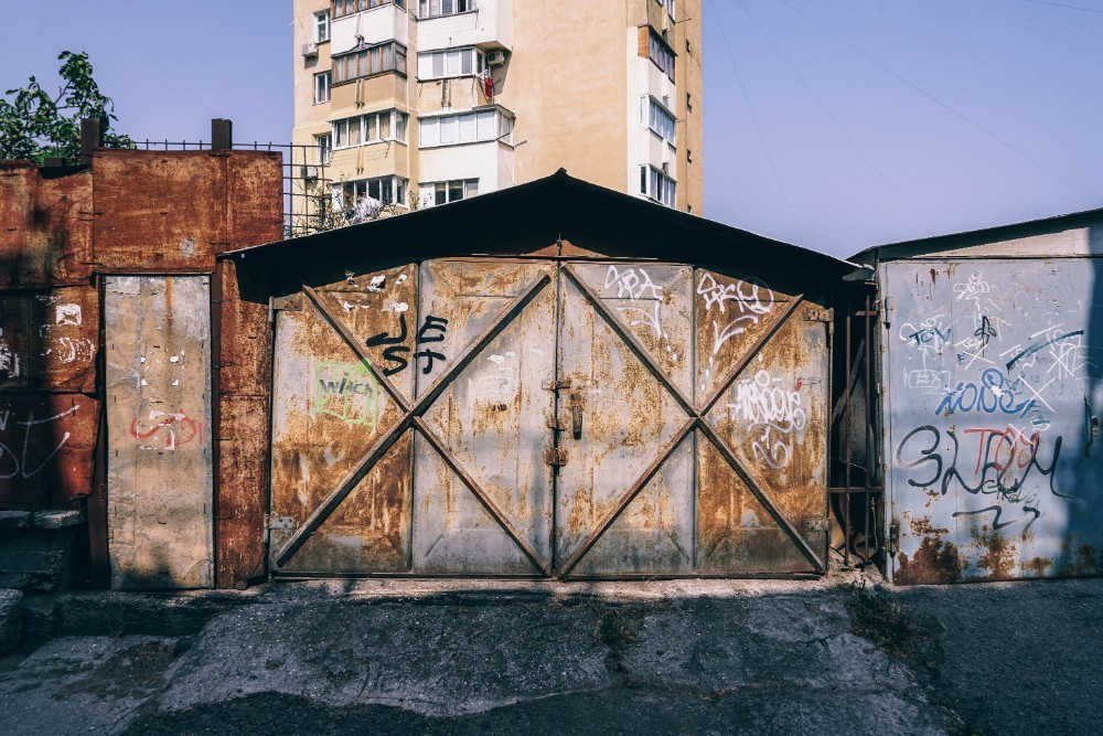 Old-Garage-in-Yalta-with-a-Rusty-Door