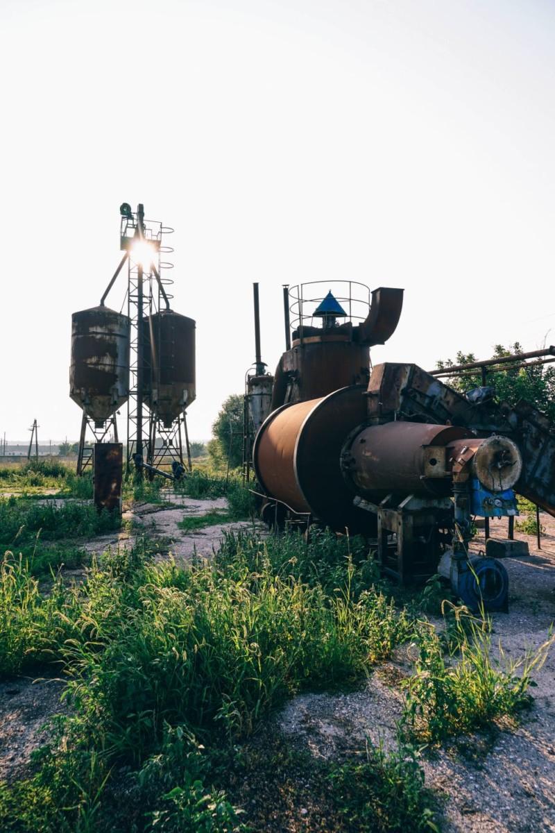 Big-Rusty-Tanks-at-a-Local-Farm