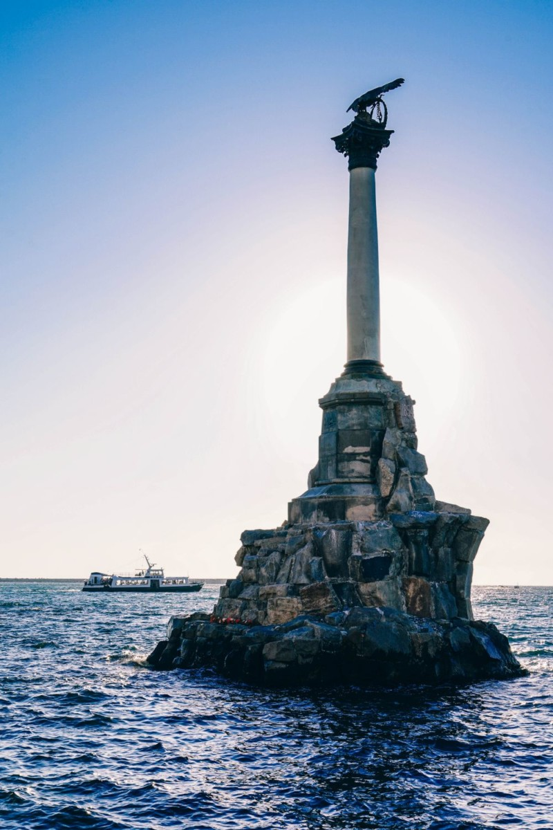 Monument-to-the-Flooded-Ships-in-Sevastopol