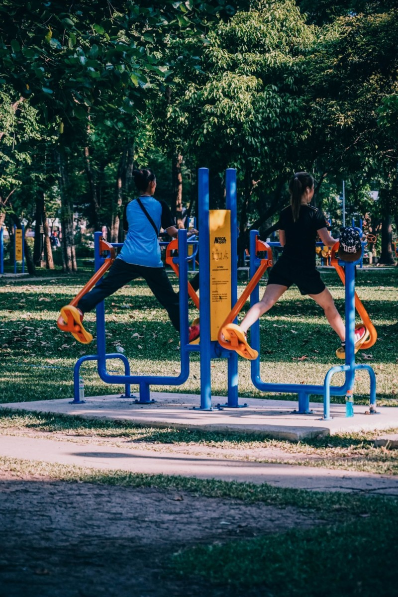 Two-Women-Working-Out-in-Lumphini-Park-Bangkok