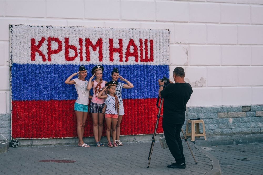 "Young-Girls-Taking-a-Picture-in-front-of-a-""Crimea-is-ours""-Sign"