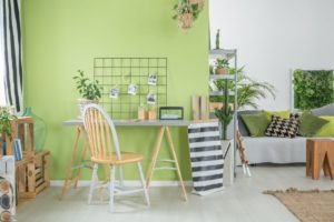 room with green wall PJFHSZ