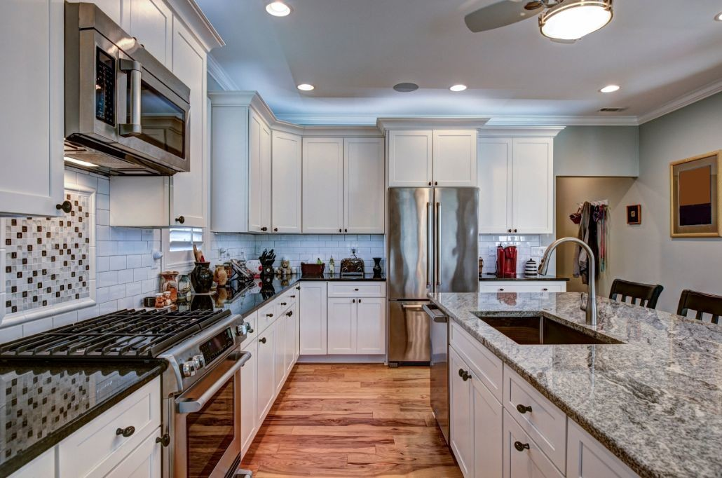 high-end-luxury-kitchen-with-granite-countertops-XWJBUNP
