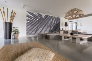 living room with grey mural PAPEBJ