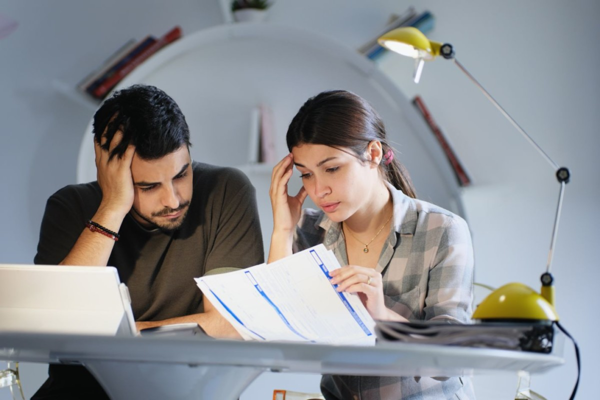 man-and-woman-worried-for-taxes-and-family-budget-YQM92FB