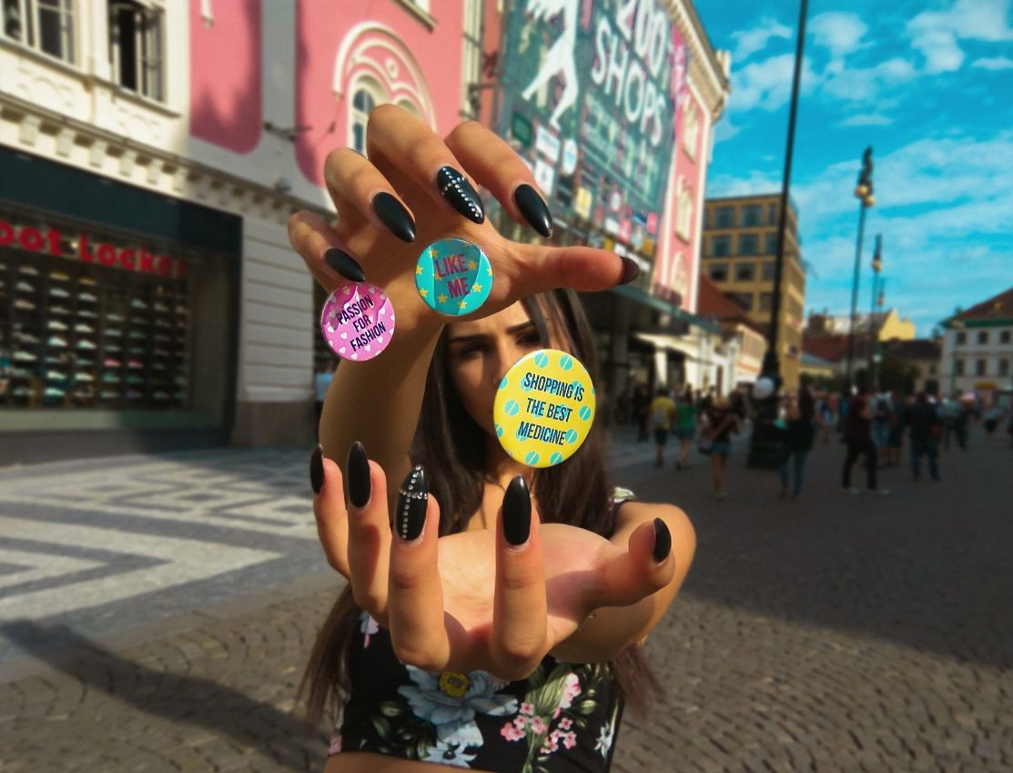 pink-street-hand-shopping-fun-girl-young-magic-like-badge_t20_oo7XzR