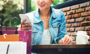 woman shopping outdoor mobile phone concept PWMFQJP