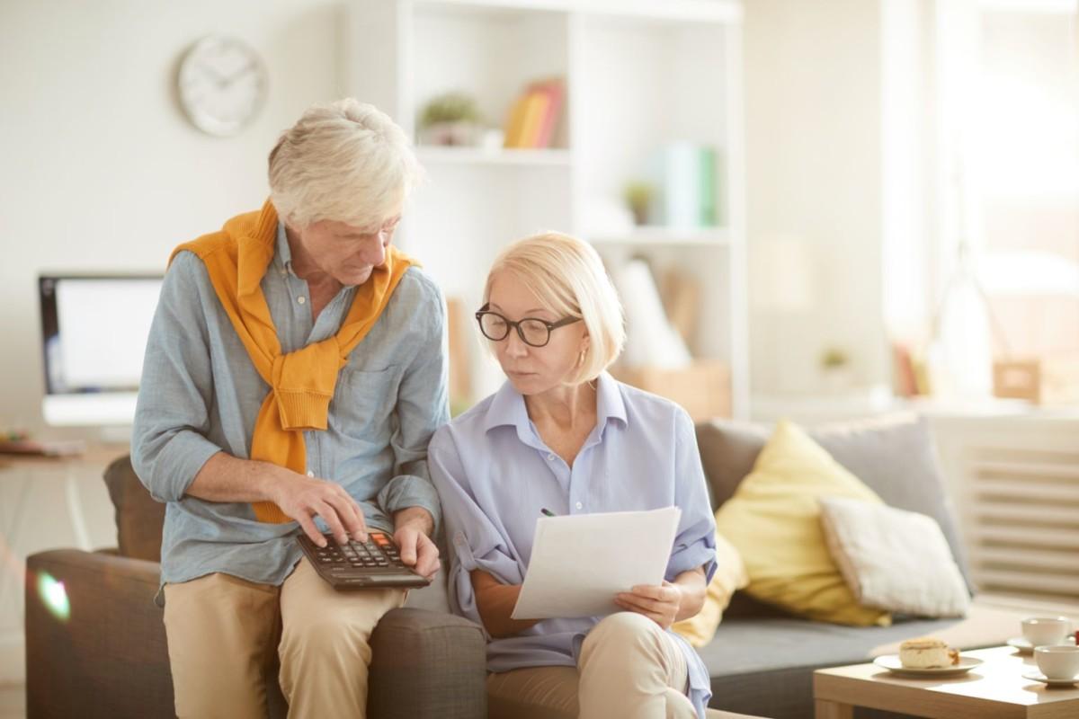 senior-couple-calculating-budget-VNW6P5L