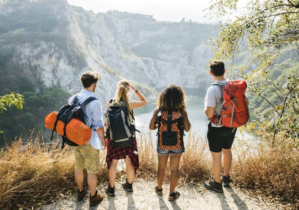 Backpacker-friends-on-an-adventure