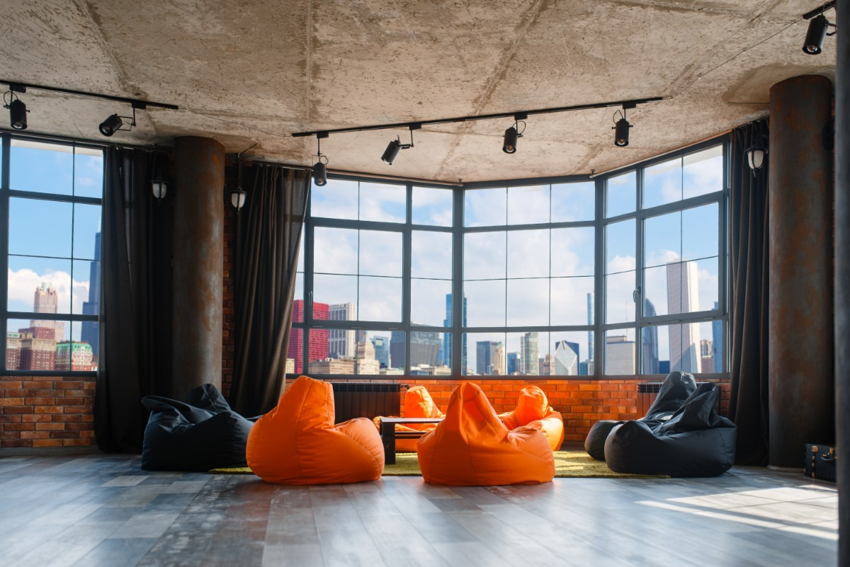 apartment-studio-with-panoramic-cityscape-view-PRY427U