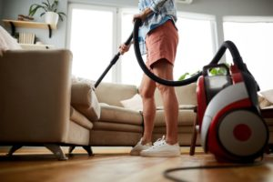 cleaning sofa with vacuum cleaner WVCHQM