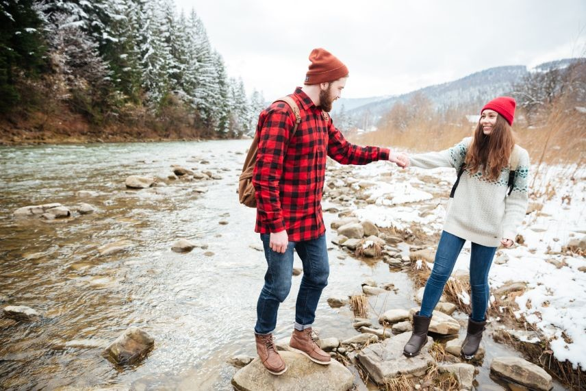 couple-traveling-on-the-river-P8CBZW5