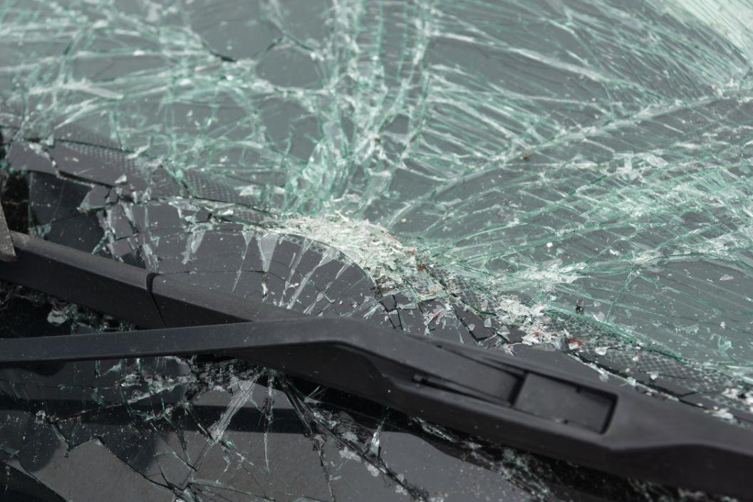 smashed-vehicle-windshield-TLHWKSN