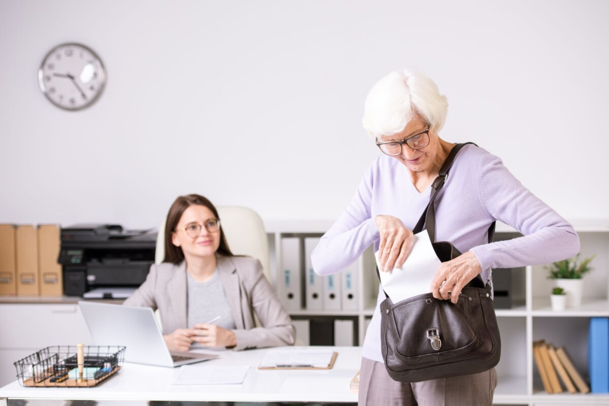 senior-woman-in-social-work-center-WDN77UU
