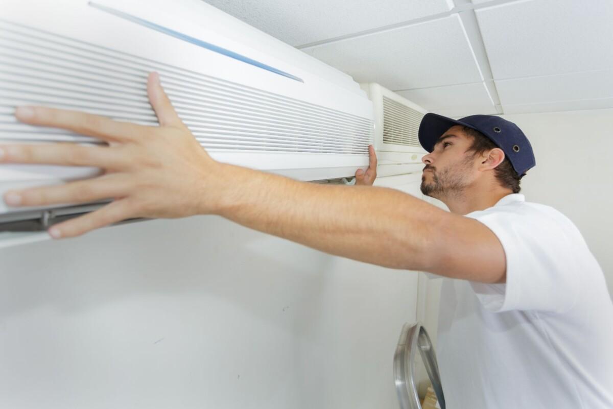 tech guy carefully installing new ac pawpx