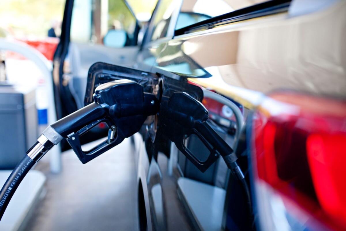 car at the gas pump sylmtz