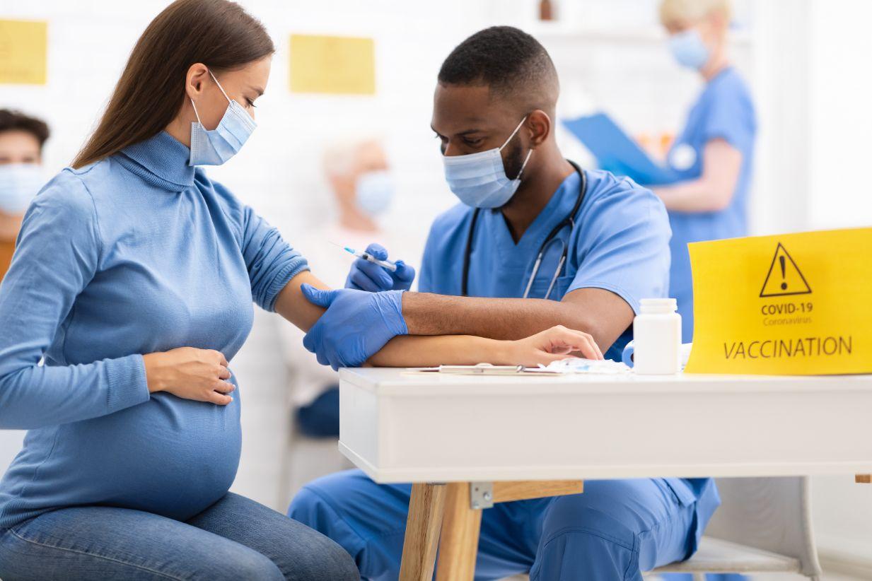 pregnant woman receiving coronavirus vaccine injec QMZYVD