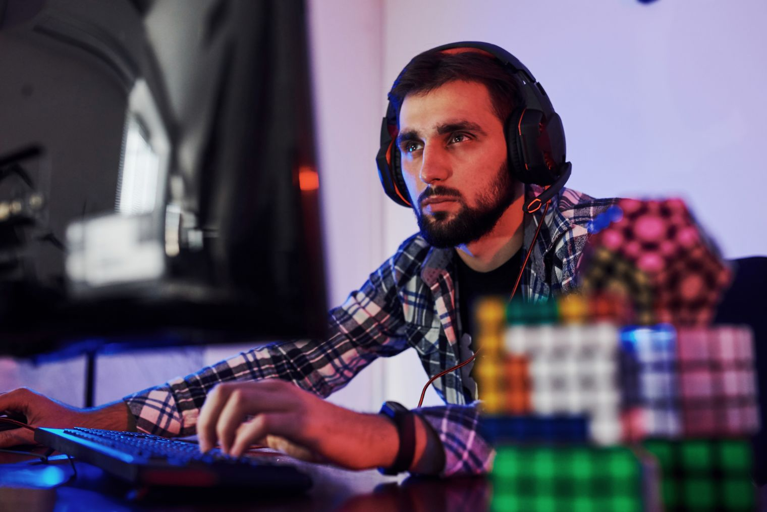 portrait of young bearded pro gamer playing in onl JWQ