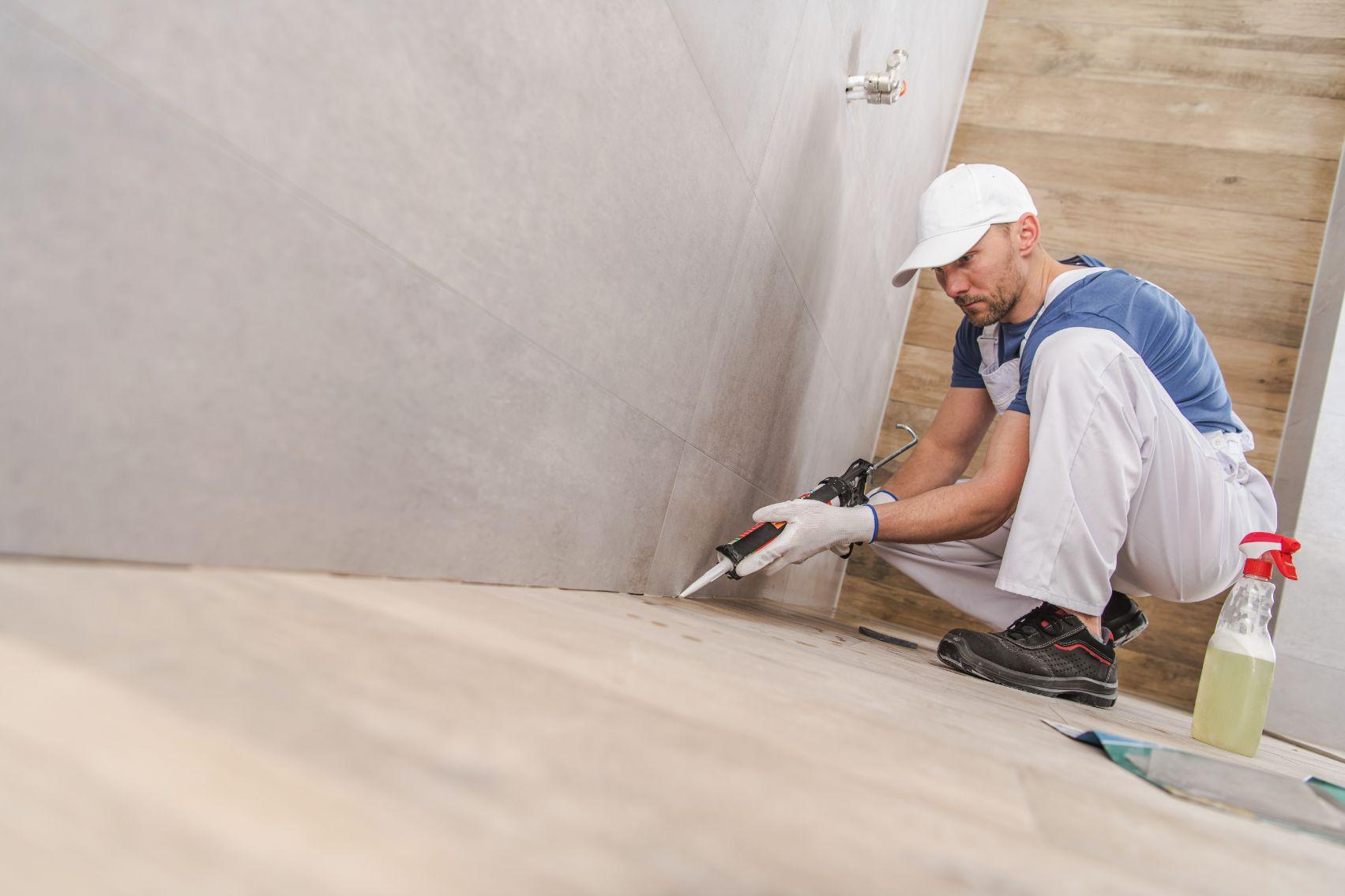worker sealing ceramic tiles ZNUCA