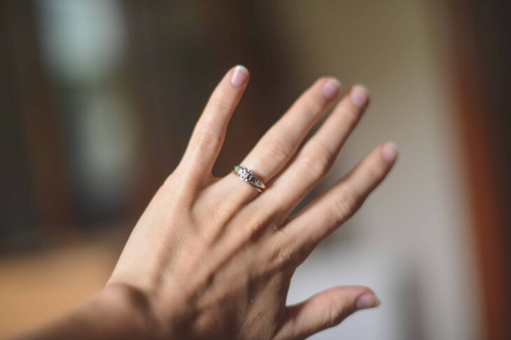 How_to_Take_the_Best_Engagement_Ring_Photo